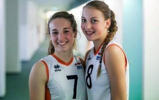 VoCASA volleybal Nijmegen Lieke Wouters (7) en Iris Scholten (8)